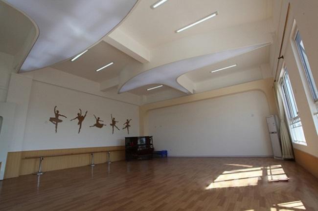 校园舞蹈室布置